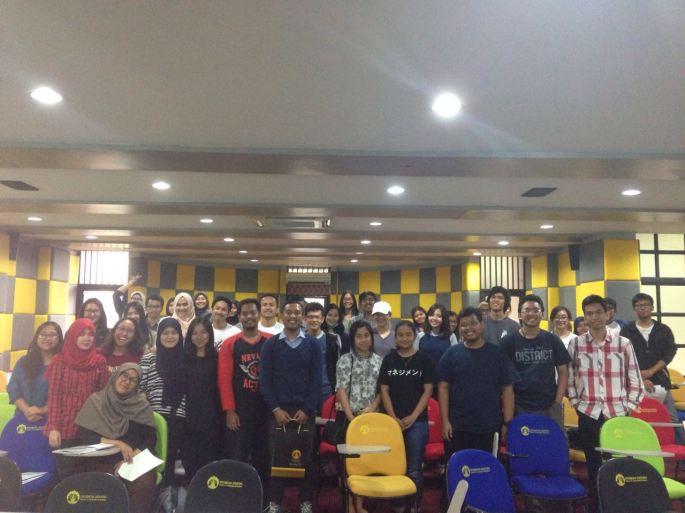 Foto bersama Mahasiswa dan Mahasiswi FEUI